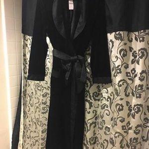 Soma Intimates   Sleepwear - Long black velvet robe 0d316fbdd
